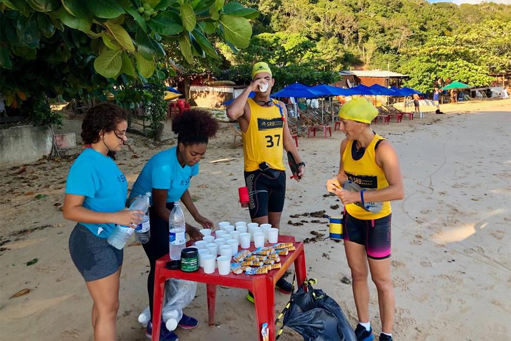 Alimentação e hidratação durante as provas do Swimrun Brasil